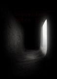 Oscuridad entre luz