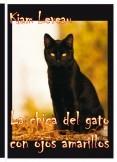 La chica del gato con ojos amarillos