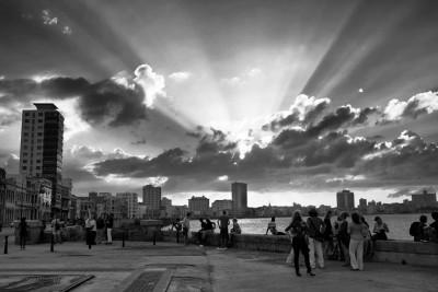 Esta es una foto que hice en La Habana en el 2016, la mayoría de mis historias las imaginé en esa ciudad. Echo de menos su luz y el mar.